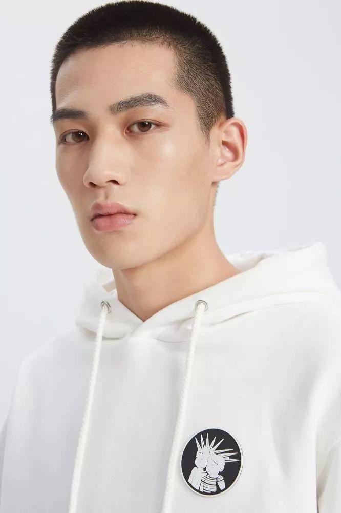 顶级模特公司img最近签约了一个新的中国男孩,快来给他看相!