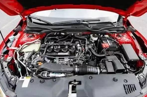 常规的发动机舱内管路设计,应该使用扎带或覆盖物将各管路尤其是油管