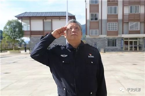 【警察故事】他的人生如一本耐人寻味的小说!