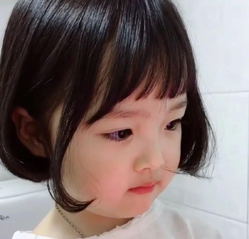 这个5岁的小女孩火了,成新一代国民表情!看脸吃饭搞笑图片的靠图片