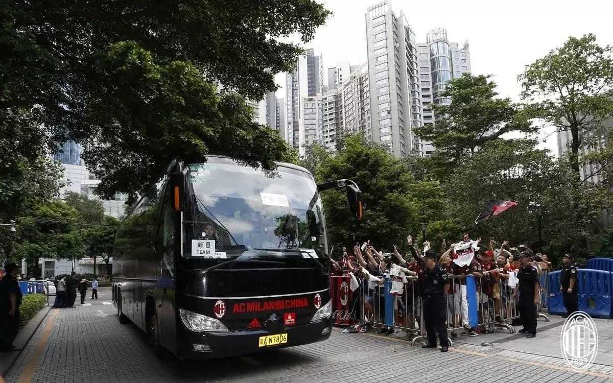 图集丨米兰众星抵达广州,球迷守候迎接