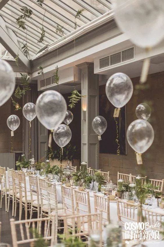 喜欢森系主题婚礼的女孩们还可以考虑选择透明的气球来装点你的婚礼