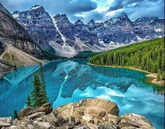 这就是加拿大国家公园的自然风光,喜欢美景,喜欢户外