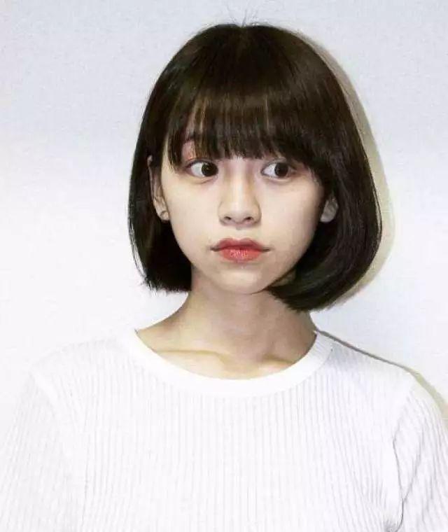 心形脸适合的发型:内扣波波头短发
