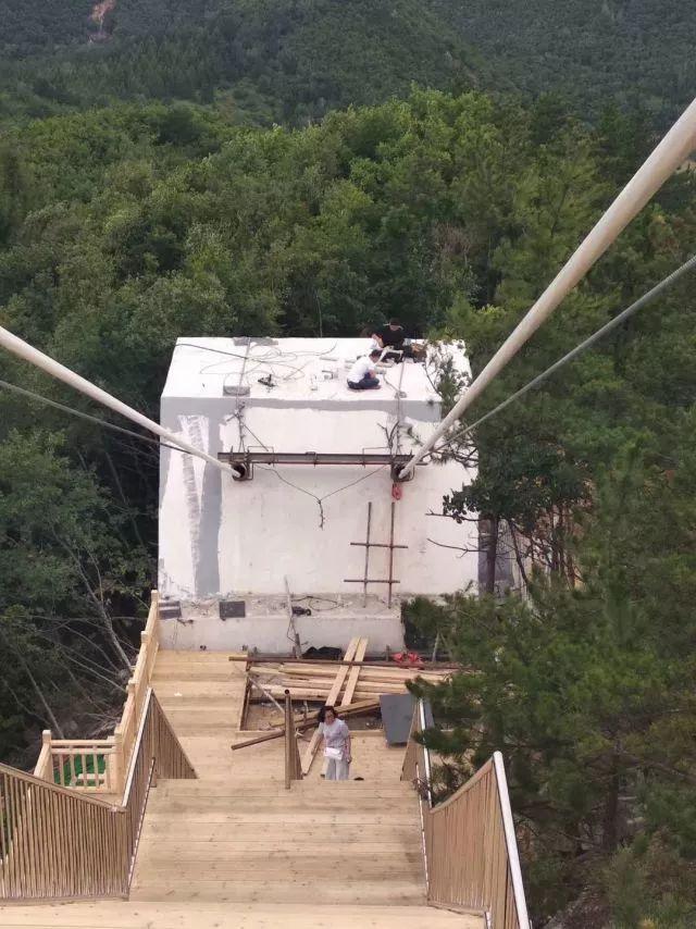 龙井这个景区的玻璃吊桥存安全隐患被停业整改