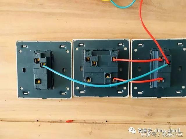 电工知识:三个开关控制两个灯,如何接线,接线步骤一一