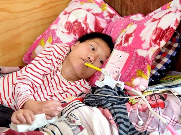 殘疾少女用嘴打字,賣出萬斤水果:再不努力,你將拋棄自己