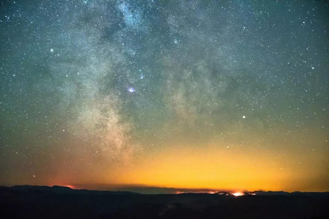 重庆出发8h抵拢的绿野仙踪,星空,云海这里
