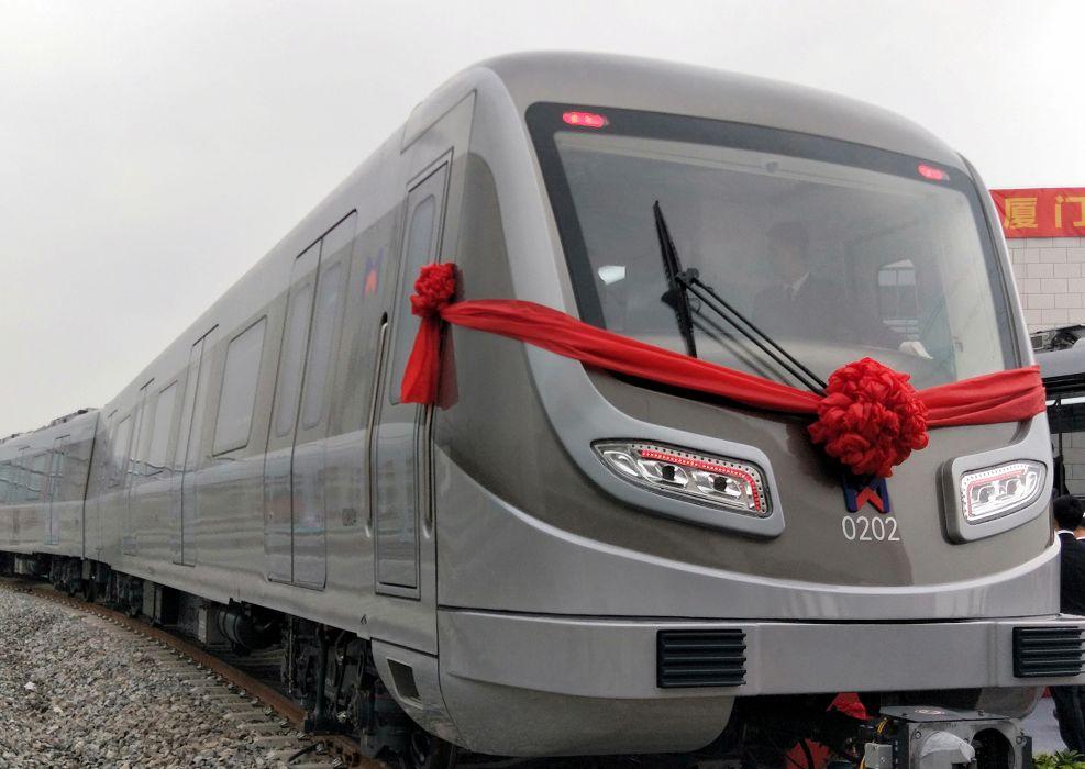 厦门地铁2号线首列车在海沧顺利下线 可载2062人