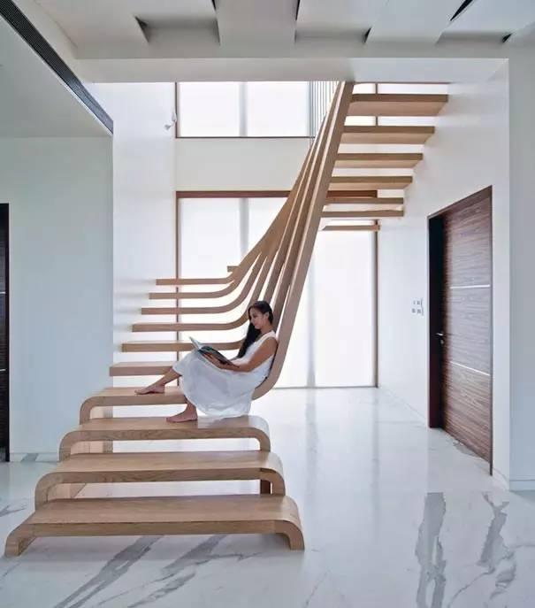 workshop设计的楼梯,美轮美奂,少了扶手,却多了连接上下梯面的木板,以