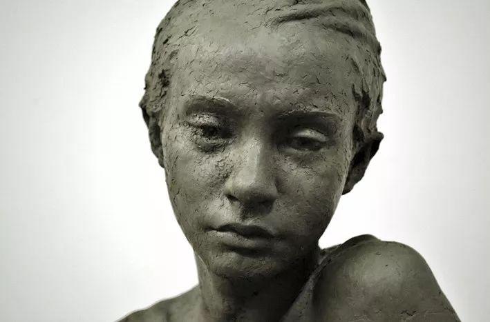 『新浪雕塑』用自己创作的人类形象雕塑作品,承载他的