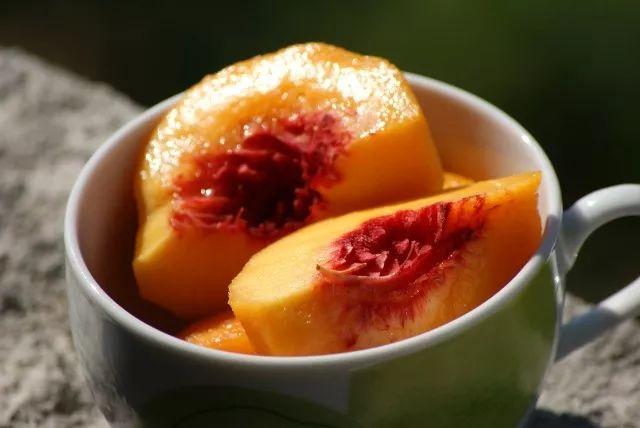 六月美食上市的季节,v美食时需谨慎!桃子杜梦湾图片