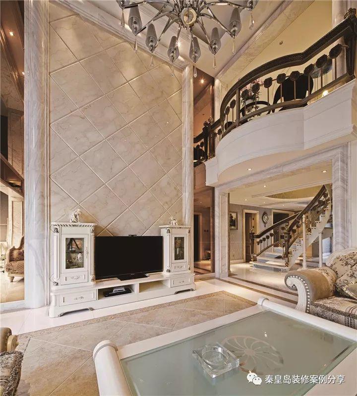 秦皇岛碧水华庭小区的这套案例是法式风格的,别墅280平米的户型,客