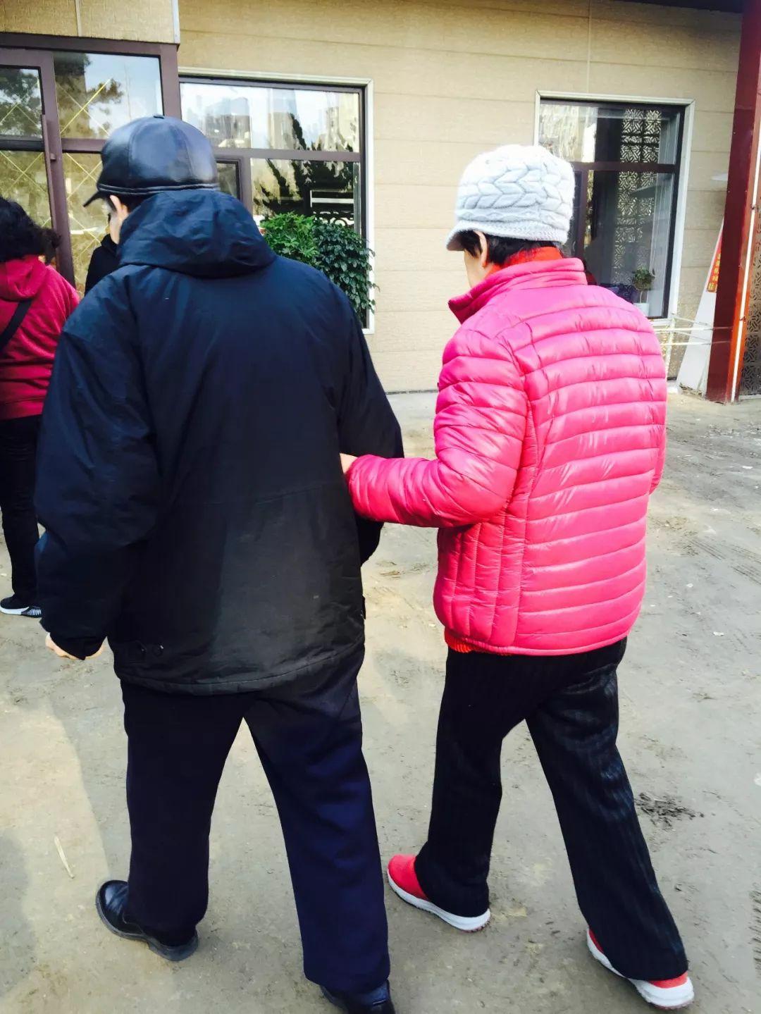 大连古稀夫妇与阿尔茨海默症赛跑…脚步别停,在你忘记一切之前!