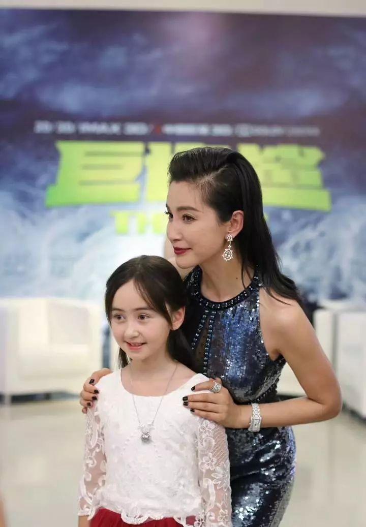 《有一个地方只有我们知道》,在影片中饰演吴亦凡的女儿妮妮