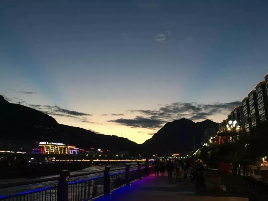 初秋城市风景图片