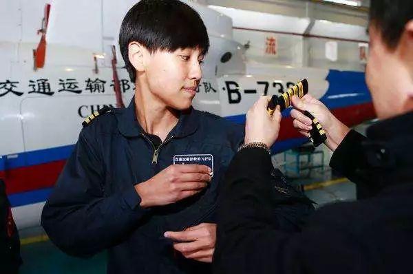 2015年3月,宋寅和队友万秋雯以其优异表现被正式聘任为搜救机长