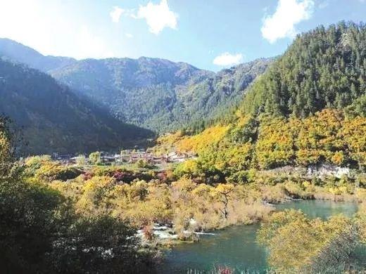 """观赏指数就达到Ⅲ级的""""川西红枫岭景区"""",位于距成都95公里的德阳什邡"""
