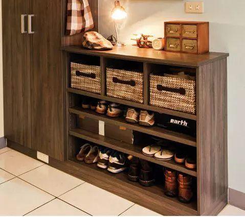 很多人买鞋,不喜欢把鞋盒丢掉,直接将鞋放进鞋柜里面.