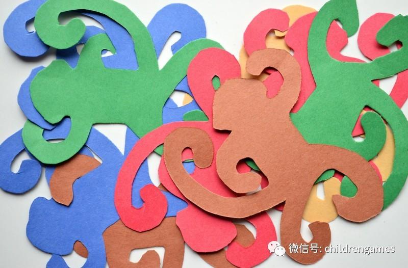 在不同颜色的手工纸上画出小猴子并且用剪刀剪下