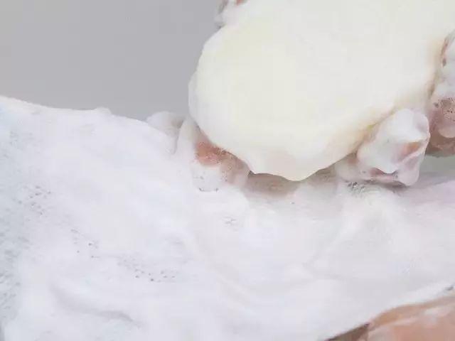 用這塊瑞典皇室御用蛋清皁洗臉,毛孔小了,面板嫩得像雞蛋一樣