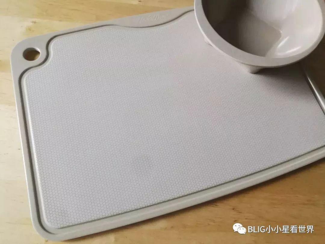 大部分的中国家庭用的菜板都是木制的,但木制菜板容易滋生细菌了