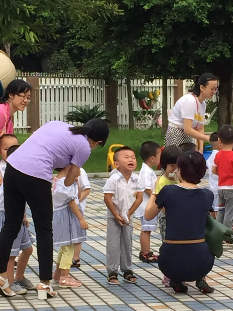幼儿园开学典礼跳钢管舞,家长:退学!涉事园长被