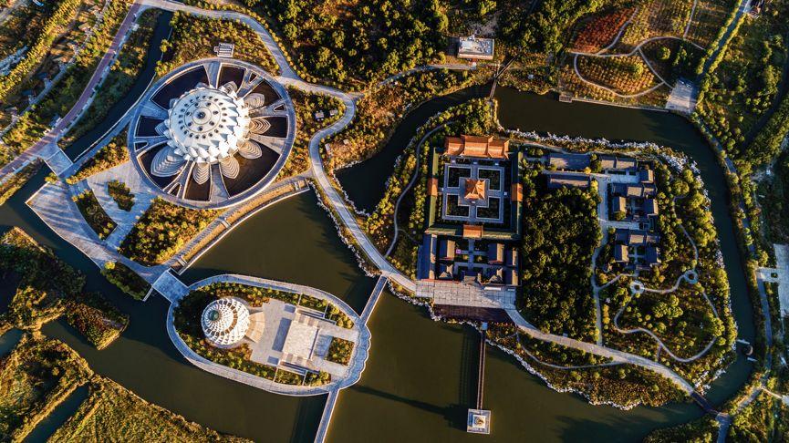 2018-10-02,唐山菩提岛.菩提树金黄,木丝绵红艳,菩提岛迎来金色季节.