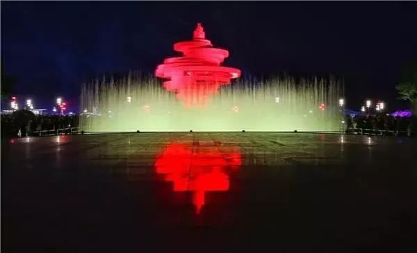 注意,前方高能   五四广场的喷泉水舞秀   圈粉无数   惊呼声响彻