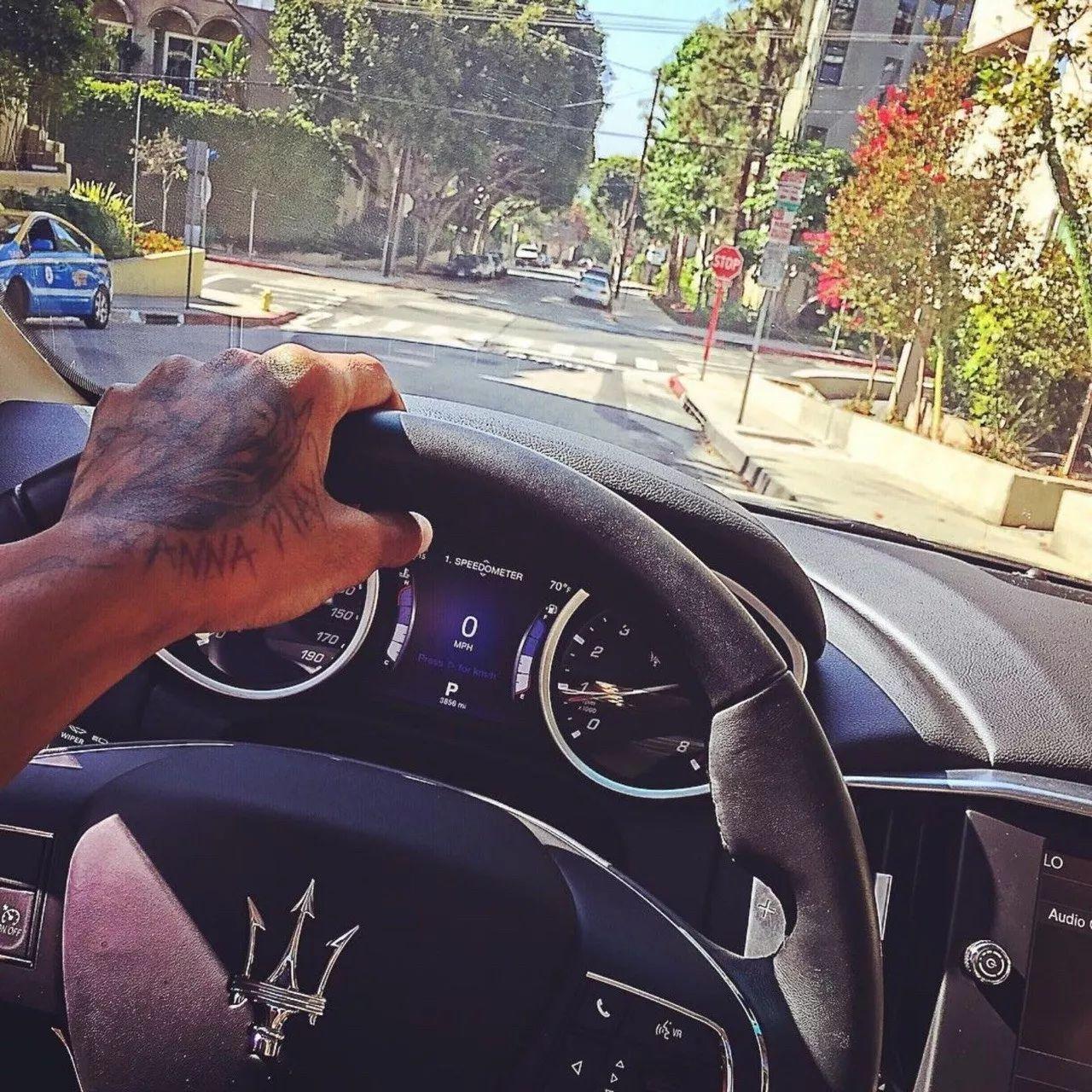 """""""你在洛杉矶开玛莎拉蒂,你老子供你上学跑滴滴"""""""