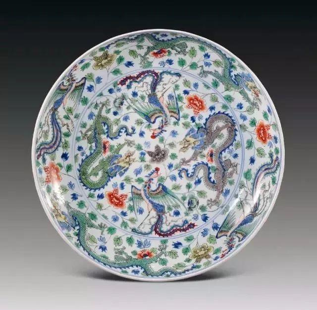 下面主要从一些具体的花纹图案来解说瓷器的图案象征和寓意性.
