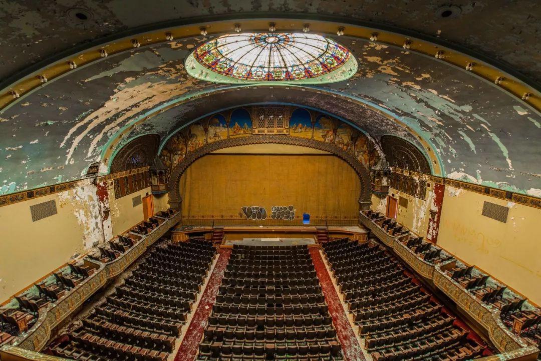 (相当于今日约五百万美金)的这座犹太风格的歌剧院