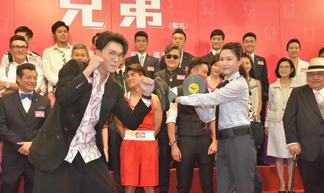 王浩信与杨明伍允龙饰演三兄弟,本来就高大帅气的他们,加上剧中有恋人心韩国电视剧主题曲图片
