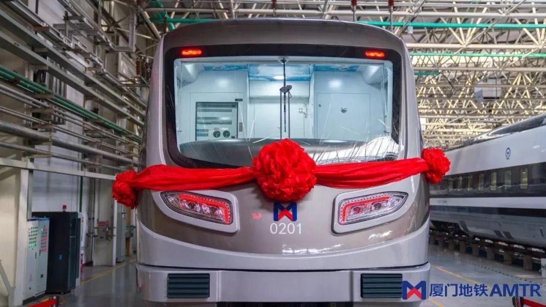 最新消息!厦门地铁2号线首列车顺利下线!