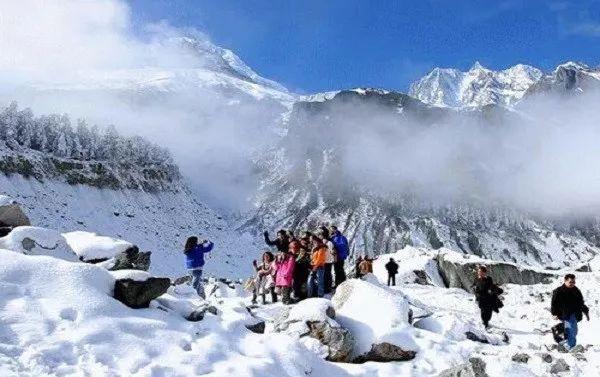 鹧鸪山滑雪场   鹧鸪山自然公园位于阿坝藏族羌族自治州理县米亚罗