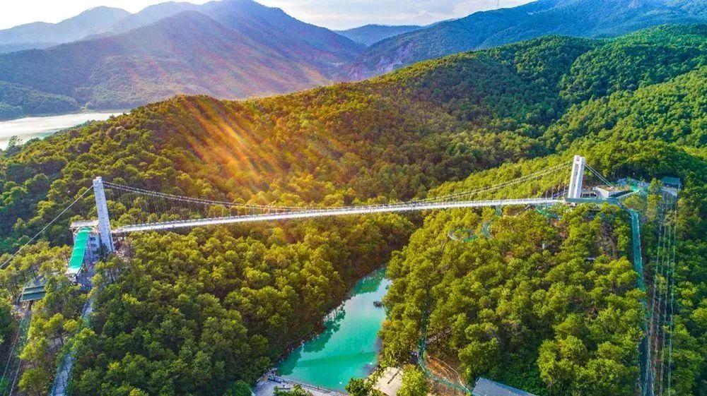 挑战广东省最长玻璃桥   三水南丹山的玻璃桥是