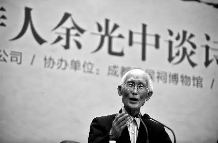"""高手在民间,这位69岁的厦门市民,分分钟秒杀""""中国诗"""