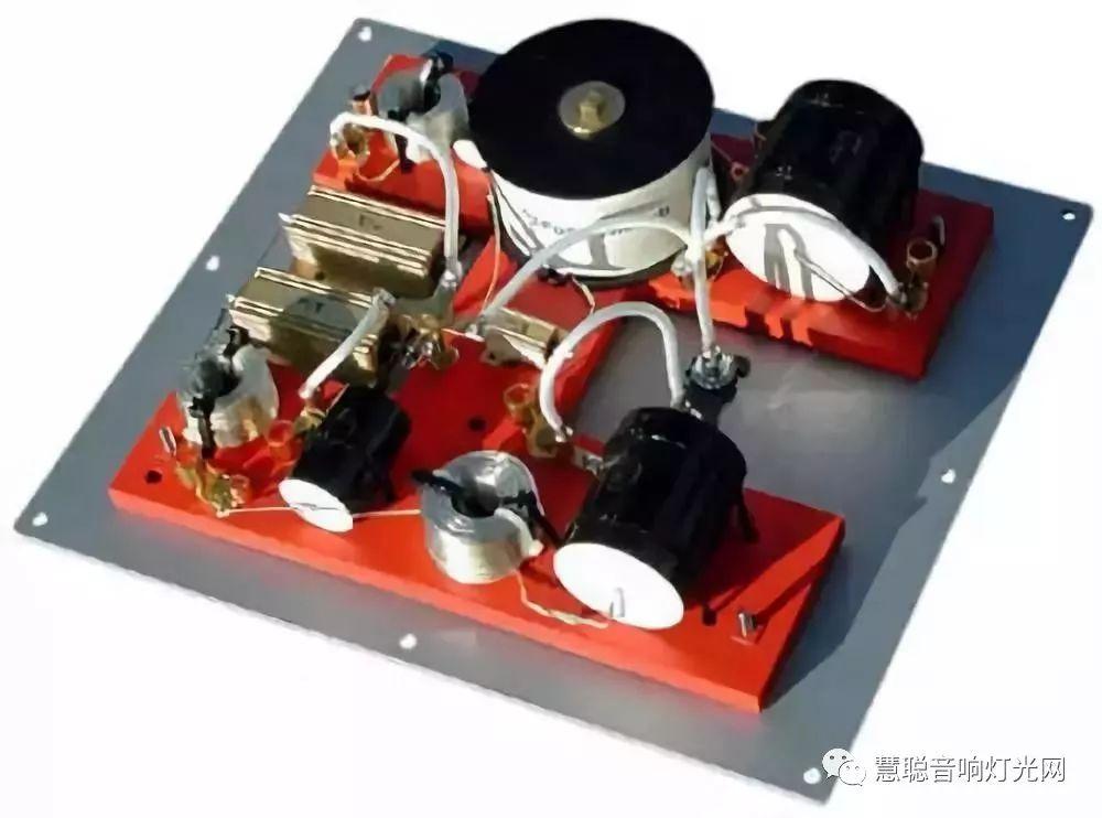 如果按电-声转换的原理来分,有电磁式,电动式,静电式,压电式等不同