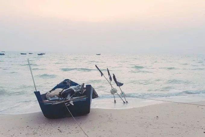 涠洲岛:一望无际的大海 湛蓝广袤的天际