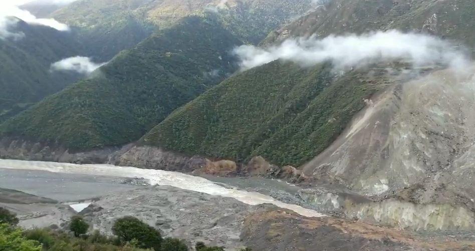 这表明,金沙江白格堰塞湖自泄洪峰已全部平稳通过甘孜州,目前统计