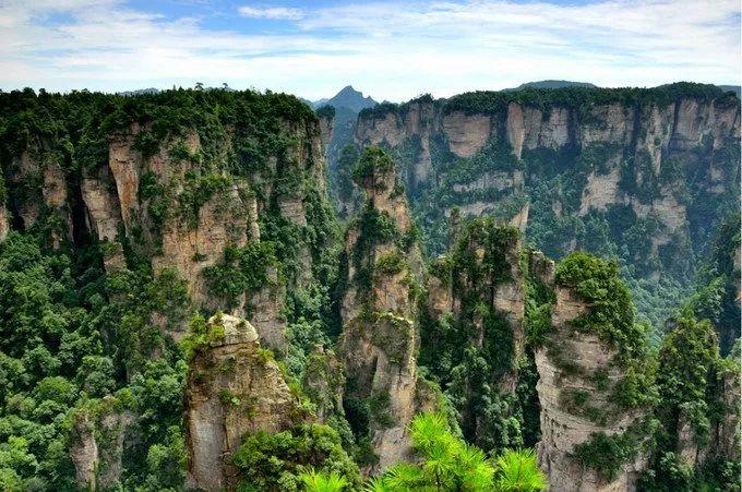 张家界武陵源核心景区,由张家界市的张家界国家森林公园(含金鞭溪