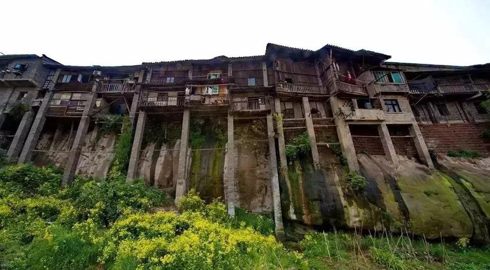紧邻佛宝国家风景区和四川福宝古镇.