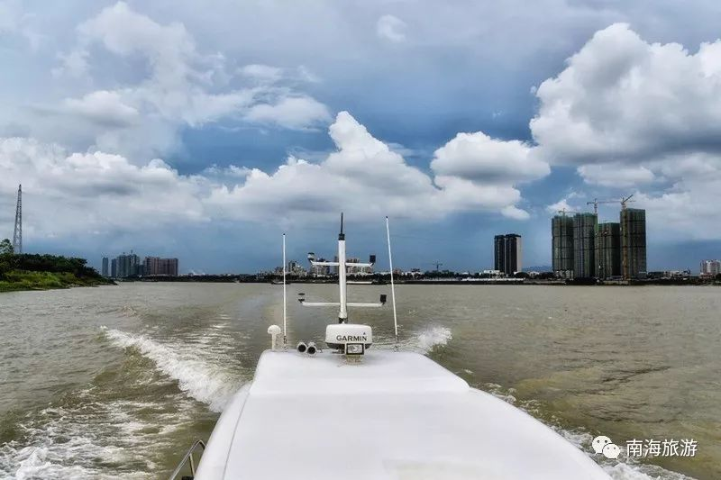 (租游艇价格参考:如租用可容纳30多人的森威10号,环海寿