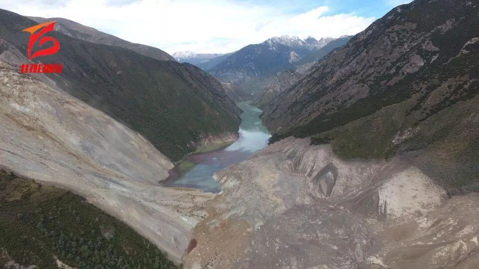 核心区回传视频显示金沙江白格堰塞湖湖水