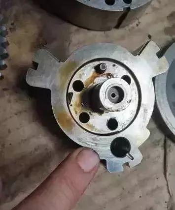 别克陆尊仪表发动机故障灯点亮,加速无力维修案例