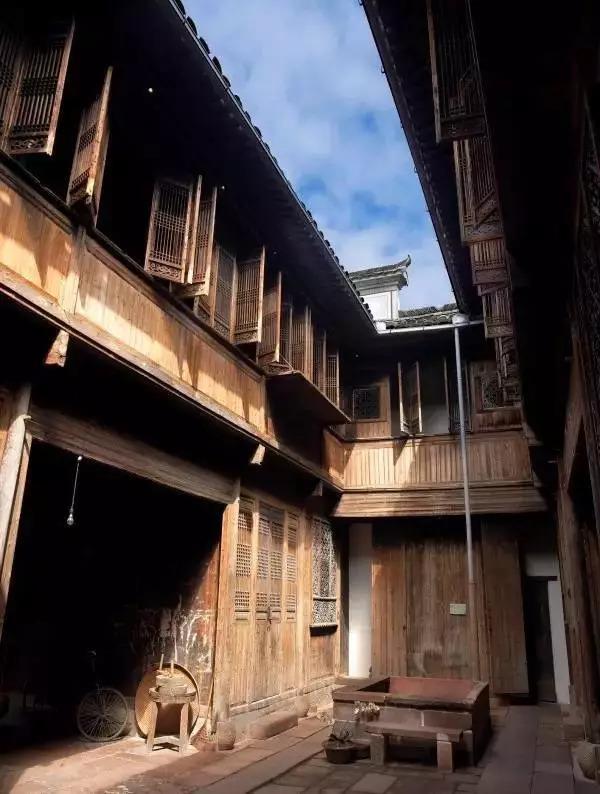 200年的木结构古建筑,   在安徽黄村废弃多年准备拆除.
