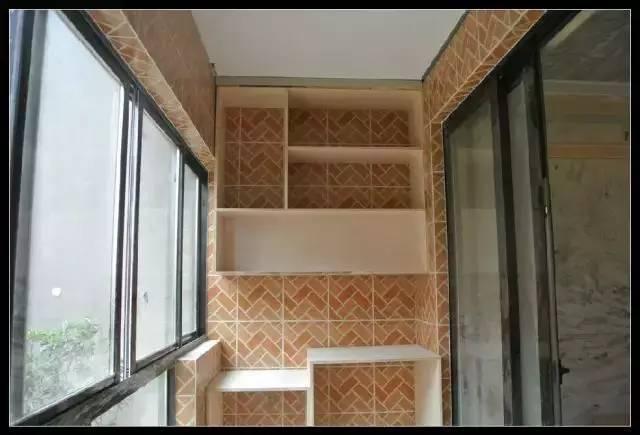 阳台竟然可以这样打吊柜 赶紧回家打个柜子装阳台上