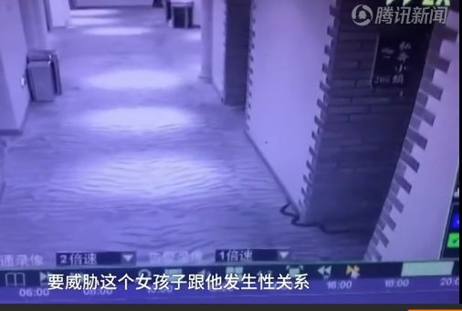 酒店内,男子带毒蛇威胁女孩欲施强奸,结果自己被蛇咬死!警方通报来了!