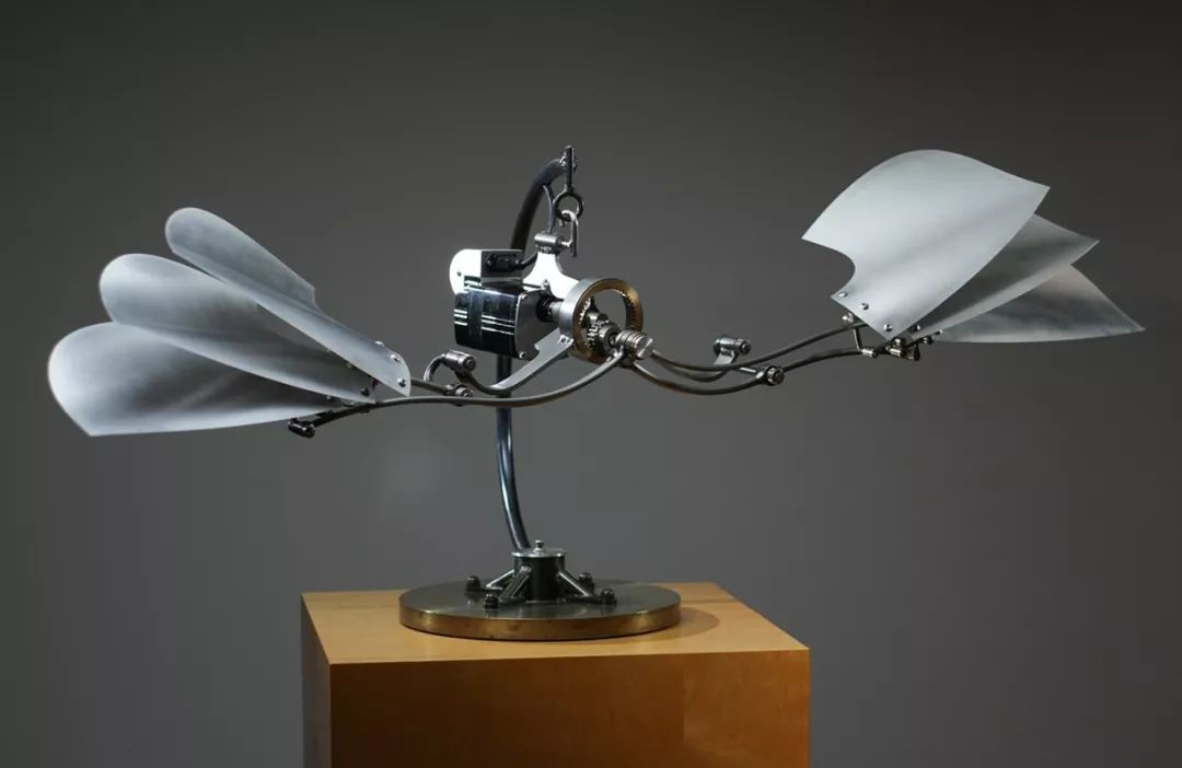72岁老爷爷自学雕塑,将破铜烂铁做成艺术品,惊艳无数人!