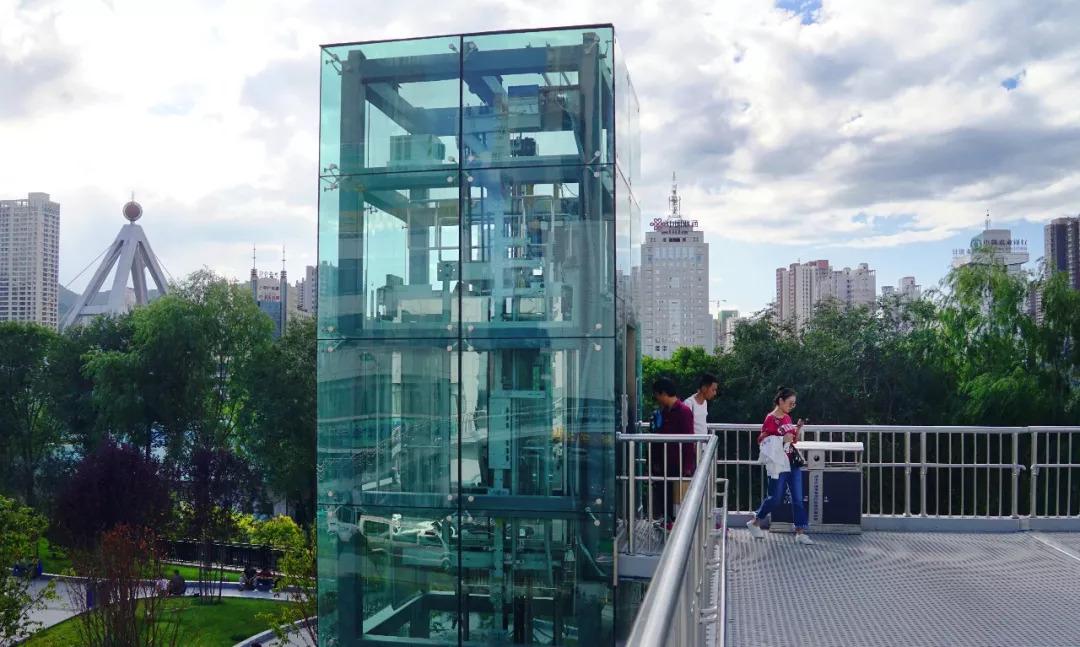 哇塞~西宁每座过街天桥都要装直升电梯cad电插座弱图片